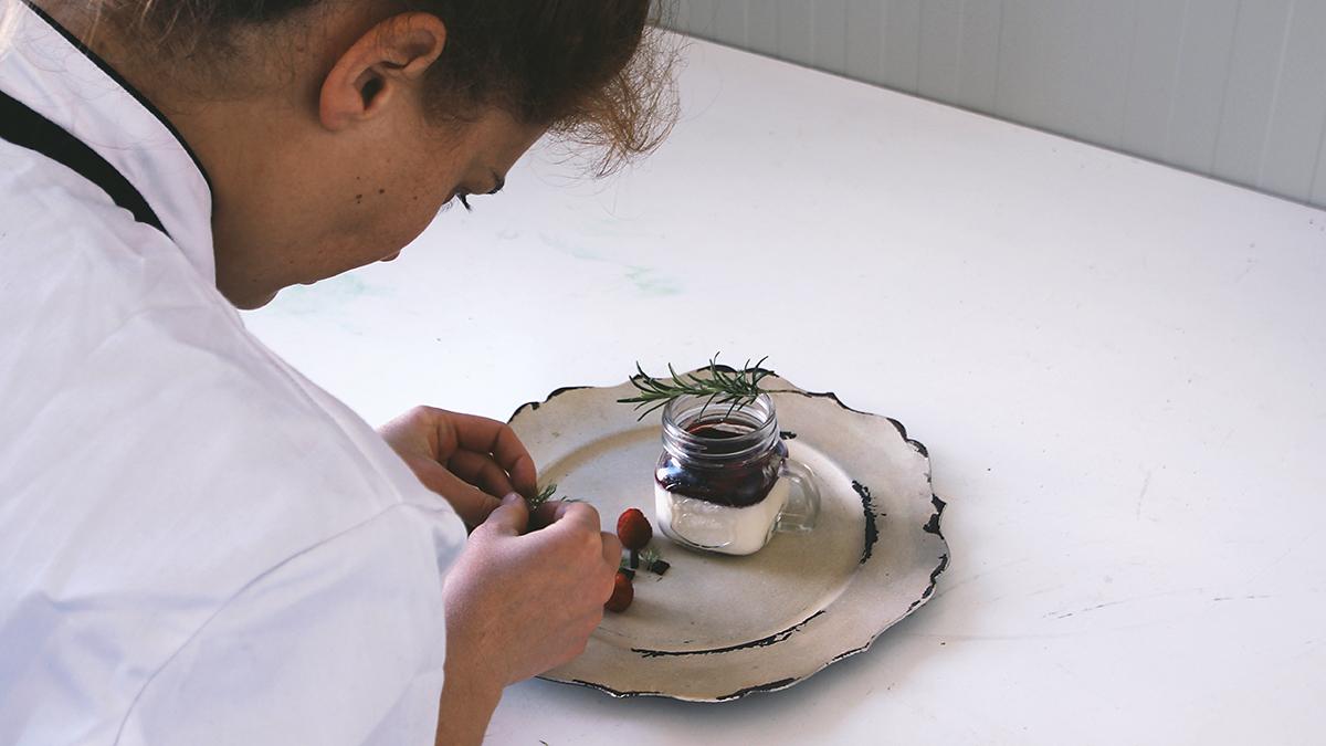 L'arte di impiattare i dessert con la cheffa Maria Vittoria Griffoni